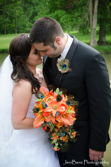 couple-with-peacock-bouquet