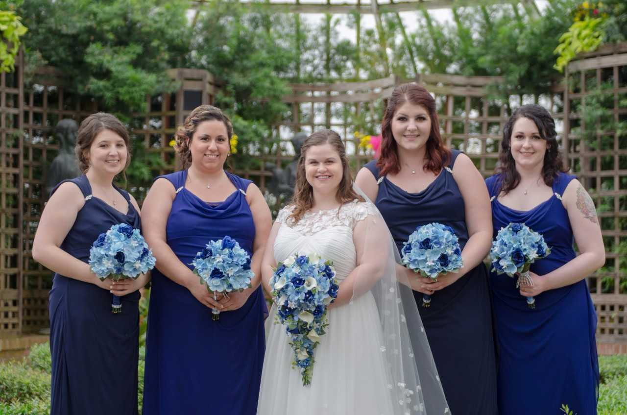 bride and bridesmaids at phipps conservatory holding bouquets